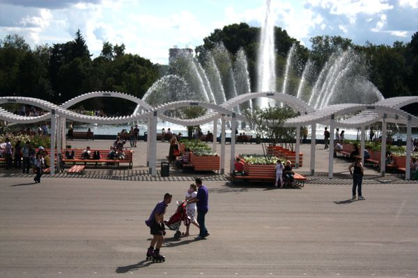 Субботнее путешествие: Парк Горького – модное место для неуединенных прогулок