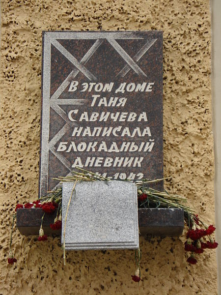 Tanya_Savicheva_memorial_plaque_Saint_Petersburg