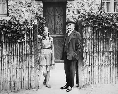 Генерал Деникин со своей дочерью