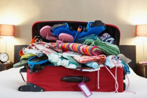 cbbc1fc28715341f_overflowing_suitcase_clothes