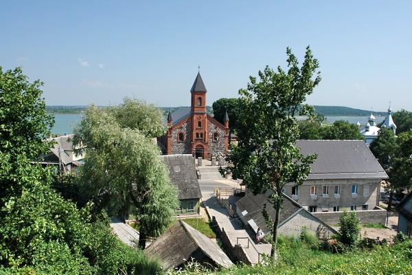 Cемейное путешествие: озера и костелы Беларуси
