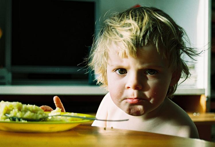 Ребенок неадекватно себя ведет