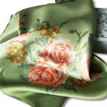 Платки и шарфы можно завязывать очень красиво и очень необычно.
