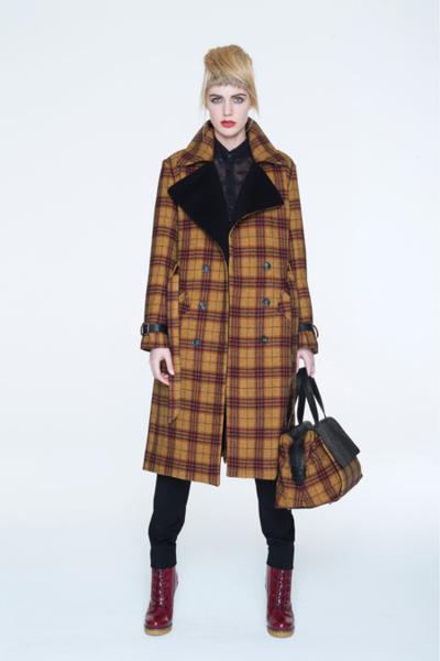 Один из главных хитов сезона - клетчатые пальто.  Для них используются мягкие фактурные ткани с рельефным...