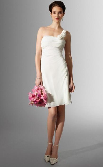 при этом удобны и практичны. Такие наряды отлично подойдут тем, кто захочет и впоследствии надеть свадебное платье на торжественный вечер или на юбилей