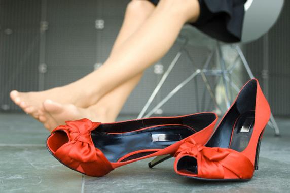c37a56fc8 Чем опасны высокие каблуки, угги и балетки   Матроны.RU