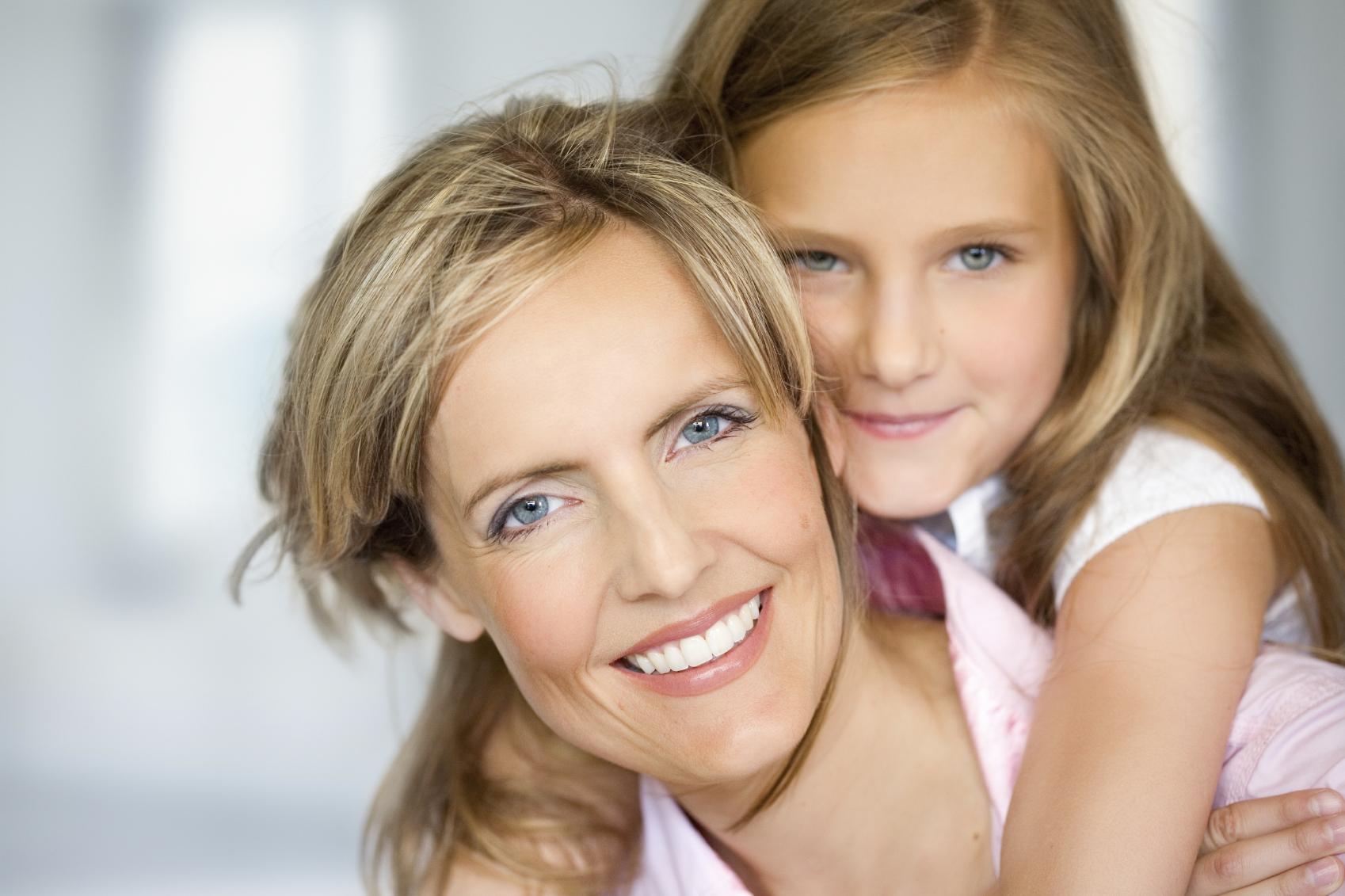 Семья мать и дочь приглашают на лето 4 фотография