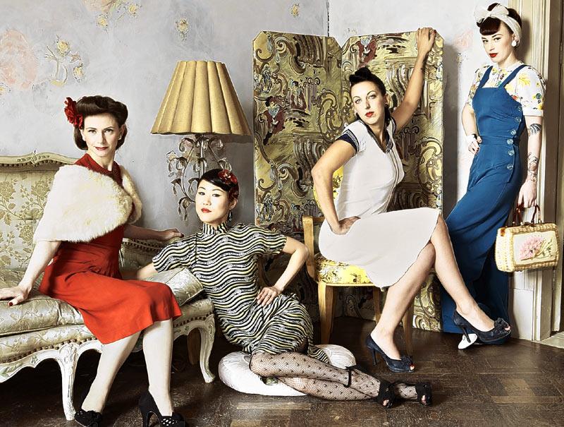 Женщины в винтажном и чулках — img 4