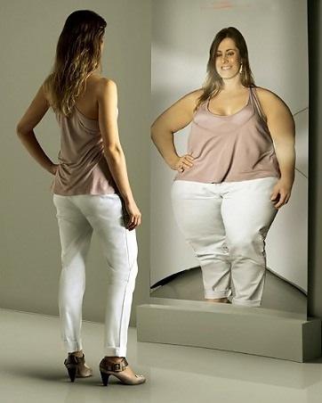 фото худенькая девушке в зеркале
